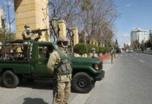 "Photo of ضبط 300 شخص و160 مركبة في العاصمة.. والحكومة: ""لن نتهاون"""