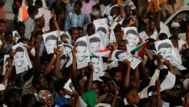 Photo of السودان .. النيابة العامة تقرر نبش المقابر الجماعية